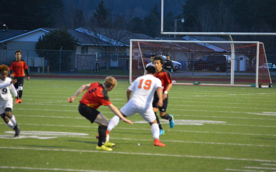 Soccer: Centralia's 3 1st half goals hold up in 3-2 win over United