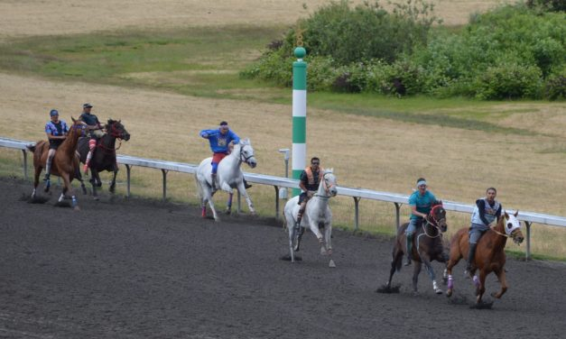 Indian Relays Highlight Emerald Downs Weekend/Minor upset in the Kent