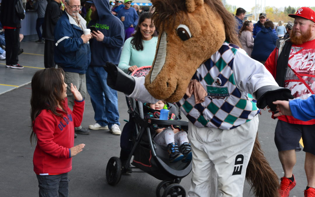 A Big Crowd Welcomes Emerald Downs Opening Day 2019!