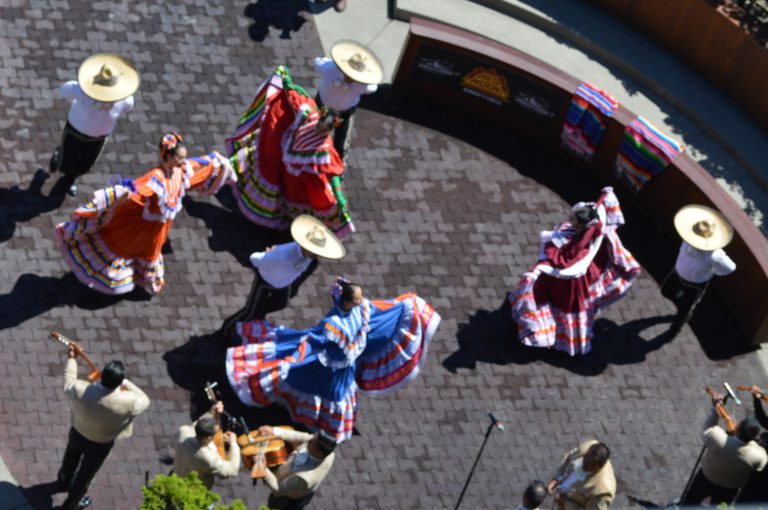 Emerald Downs hosts annual Fiesta Primeo Esmeralda